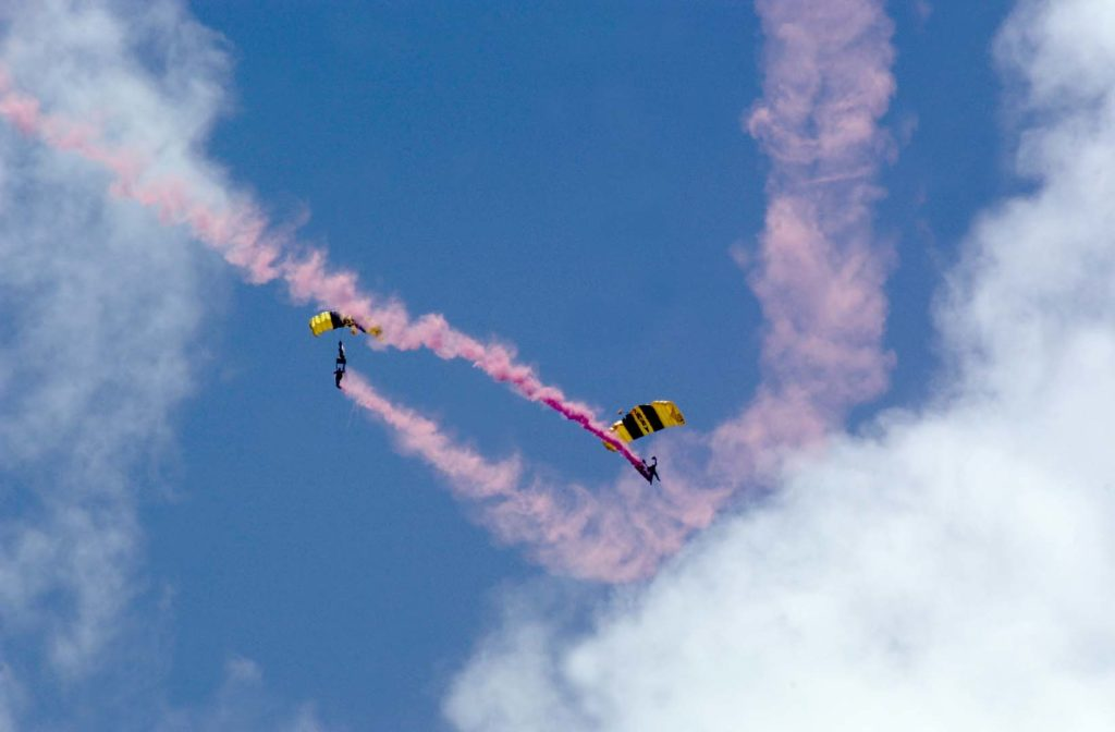 two_skydivers1
